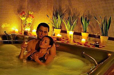 Аквапенный массаж - Джакузи с массажисткой